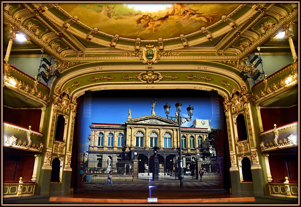 Don't miss seeing the National Theater. It's just beside the Gold Museum