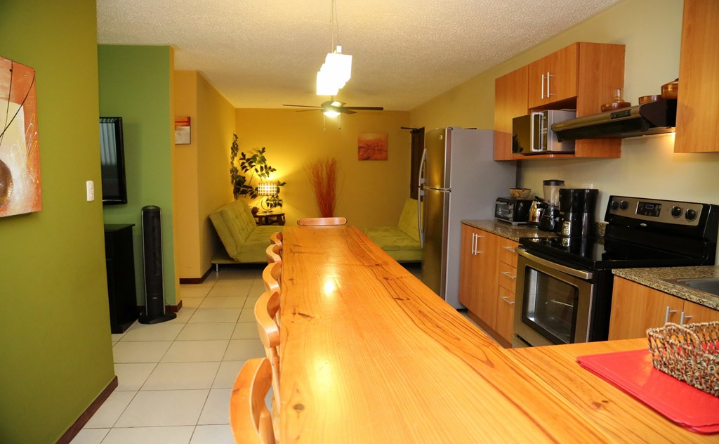 Well Equipped Kitchen & Inviting Dining Bar
